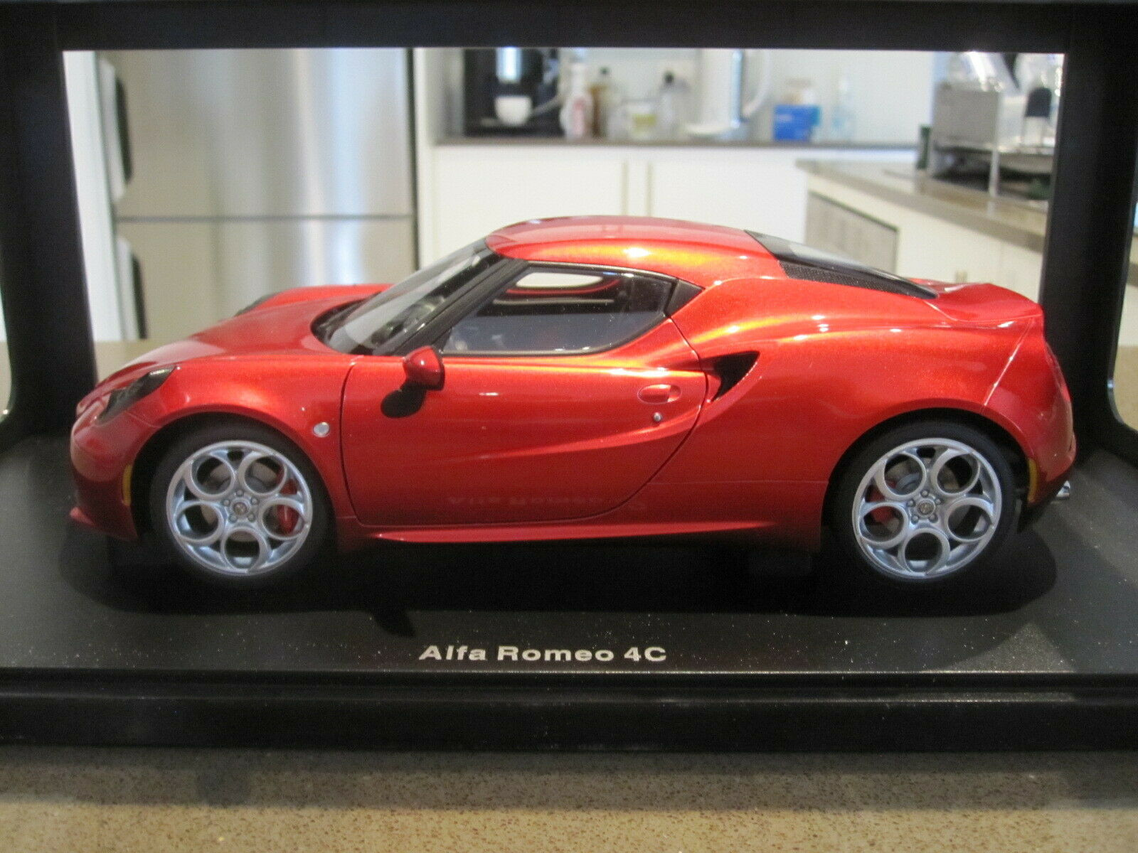 ALFA ROMEO 4C COMPETITION RED 1//18 MODEL CAR BY AUTOART 70186