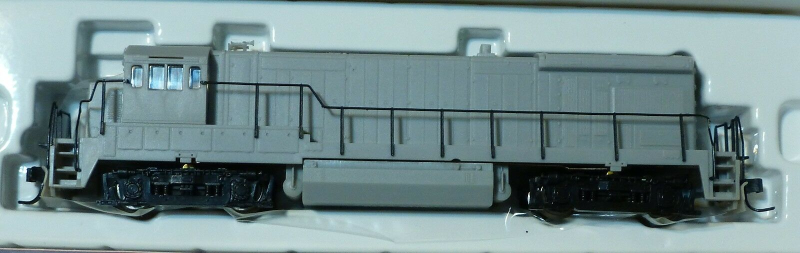 Atlas N Diesel GE B30-7 Powered -- Undecorated w Flat Rear Headlight, AA
