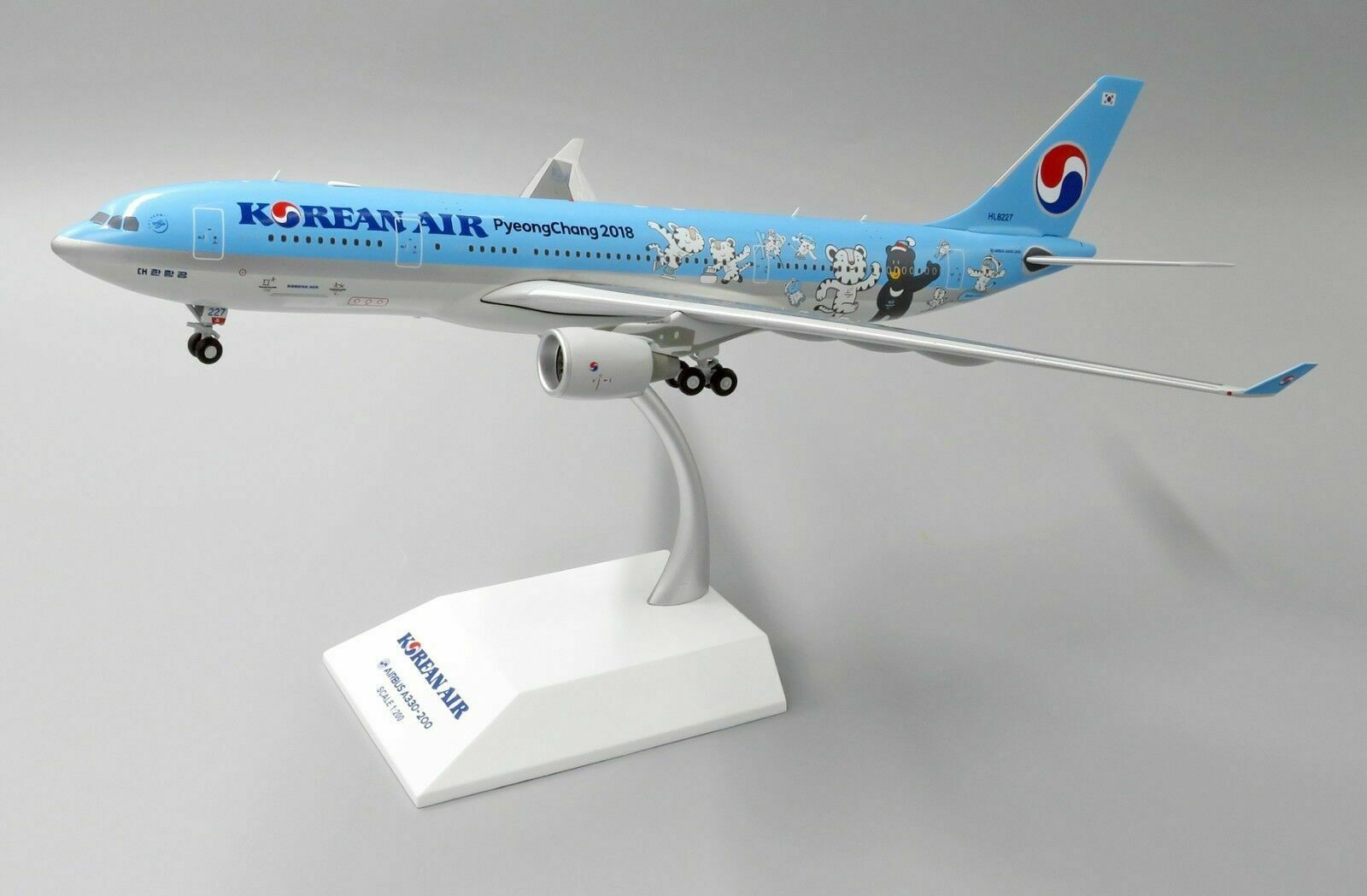 JC Wings 1 200 Korean Air Airbus A330-200 'Winter 2018' HL8227 (EW2332001)