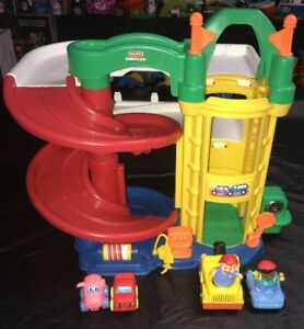 Fisher-Price-Little-People-Racin-Ramps-Garage-With-Tow-Truck-With-Sounds-Lot-1