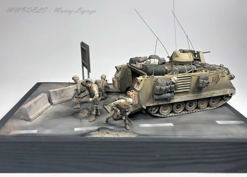 Diorama   OIF M113 A2 + Soldiers  1 35 - built and painted