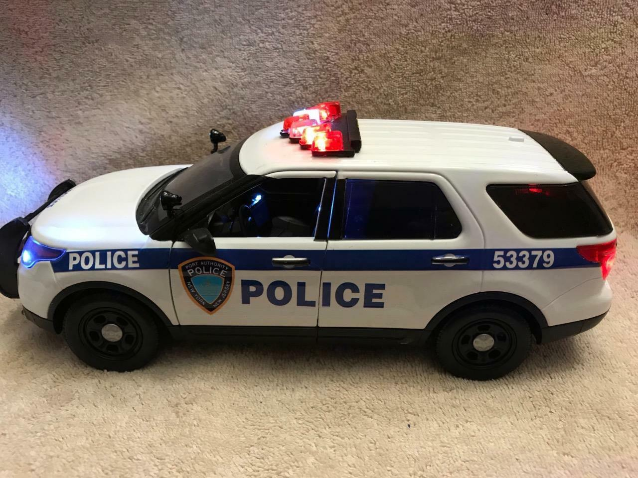 1 18 SCALE DIECAST PORT AUTHORITY NY NJ PD  FORD SUV W WORKING LIGHTS AND SIREN