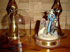 John-Wayne-Hand-Painted-Sculpture-Glass-Dome-Saddle-WESTERN-MOVIE