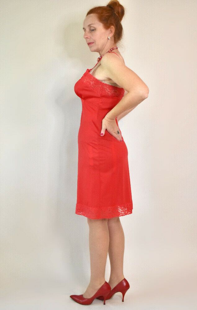 ~*FLIRTY VINTAGE RED NYLON with LACE FULL SLIP/PETTICOAT by SHADOWLINE Sz 38*~