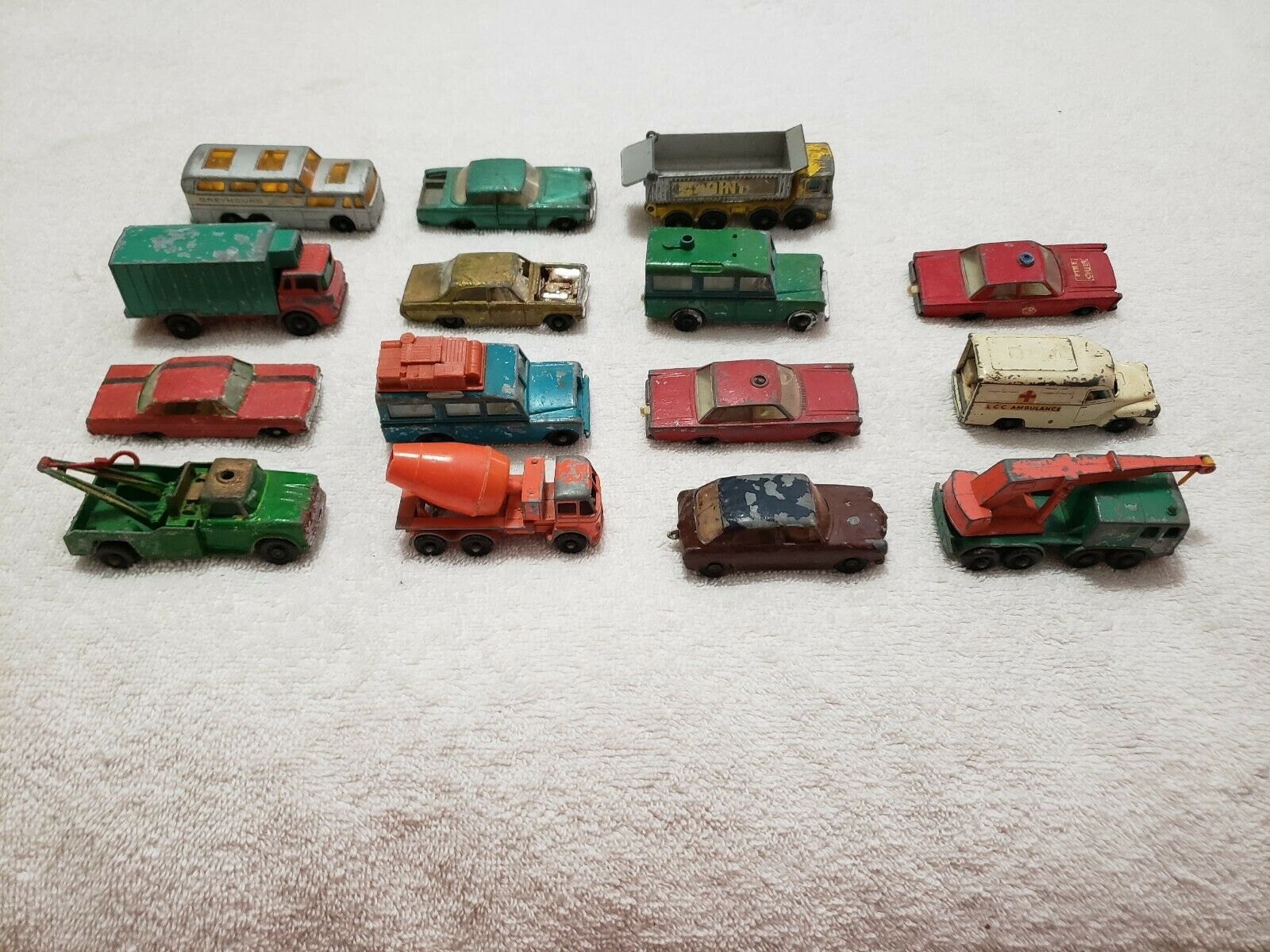 (15) Vintage Matchbox Series Lesney Toy Cars (Made in England) Pre-Owned