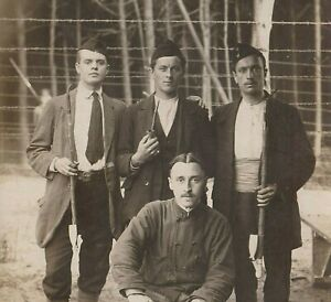 P-O-W-BELGIAN-SOLDIERS-WW1-GERMAN-CAMP-PHOTO-ANTIQUE-RPPC-WAR-POSTCARD