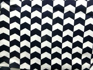 BLACK WHITE Fat Quarter//FQ//Meter 100/%Cotton Fabric Stripe Chevron Sew Quilting
