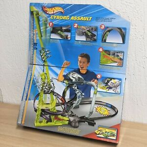 Hot Wheels 2004 Cyborg Assault Motorized Deluxe Track Set with Two (2) Cars!
