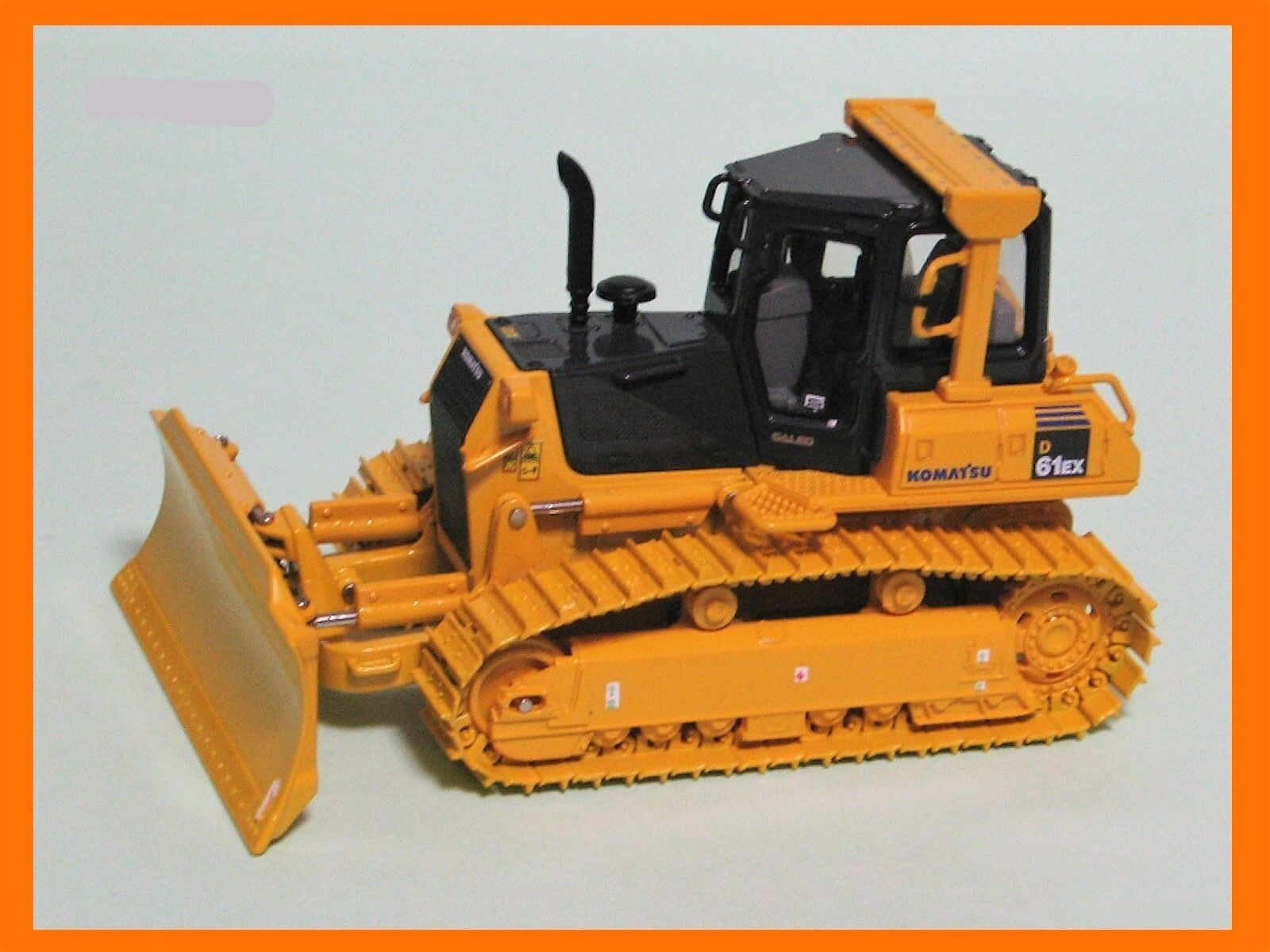 KOMATSU D61ex Bull Dozer - 1 50 scale by Universal Hobbies  8000U