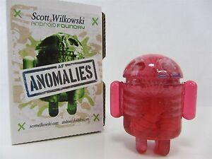 Scott Wilkowski Anomalies Android infectées, résine rose / taches scintillantes bleues