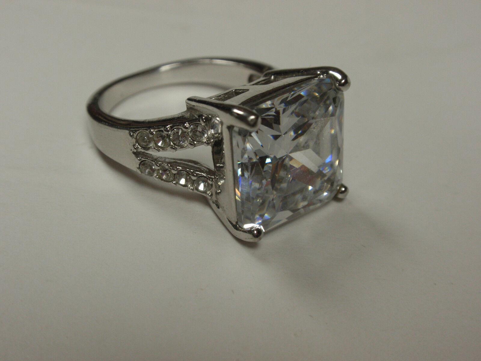 Park Lane Jewelry,  BOMBSHELL  Ring Size 7 1 2,  Genuine CZ's,  New
