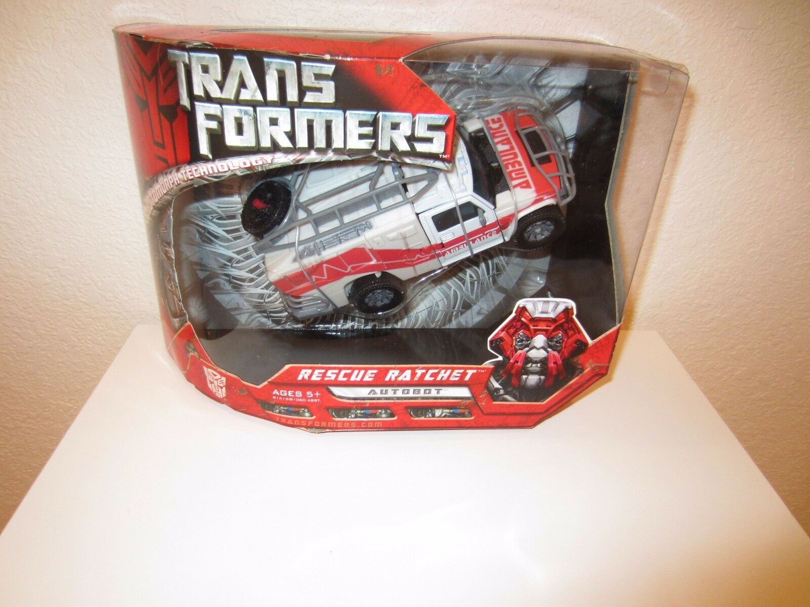 Transformers Hasbro 2007 Movie Voyager Class Autobot Rescue Ratchet MISB new