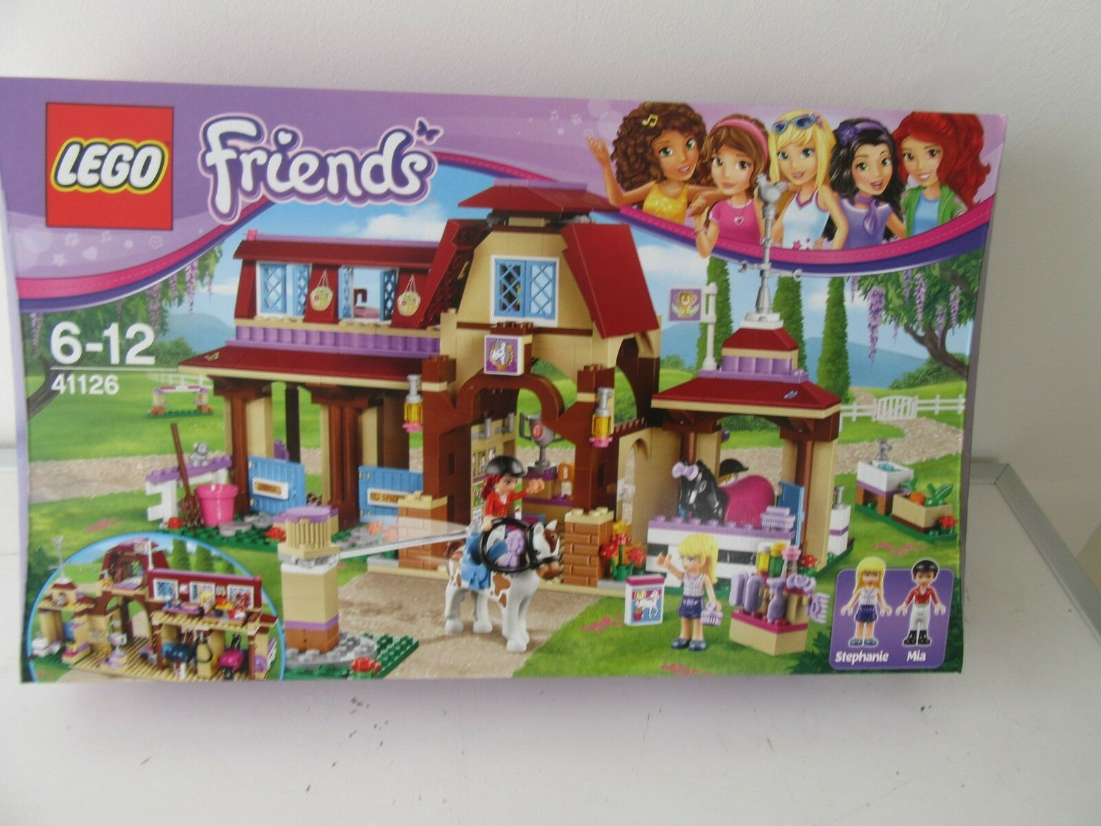 LEGO ®  Friends 41126.Heartlake Paardrijclub.