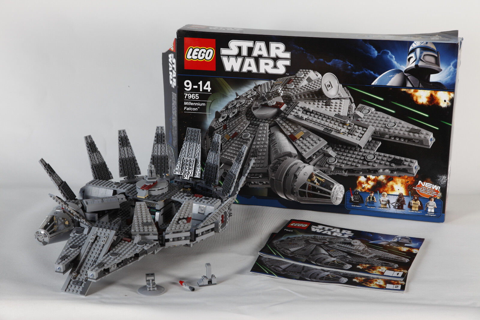 LEGO 7965 STAR STAR STAR WARS MILENIUM FALCON assemblés avec neuf dans sa boîte et manuel 3637 3c0d33