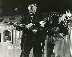 KIRK-DOUGLAS-LAST-TRAIN-FROM-GUN-HILL-1959-VINTAGE-PHOTO-ORIGINAL-2