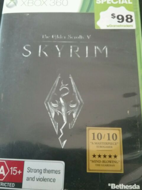 The Elder scrolls SKYRIM xbox 360 with map