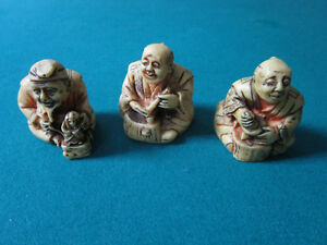 THREE-JAPANESE-SITTING-WISE-MEN-RESIN-CARVED-PAPERWEIGHTS-2-034-MADE-IN-ITALY