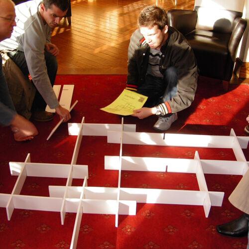 Team Building Game-enclenchement Également appelé planches rayonnages Assemblée Teambuilding