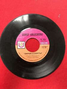 45-RPM-7-034-Record-Bobby-Goldsboro-The-Straight-Life-Tomorrow-Is-Forgotten-UA50461