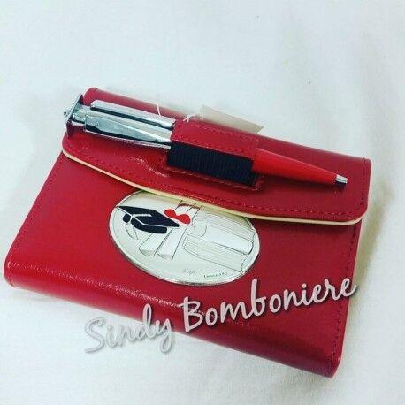 agenda in Pelle rossa con penna tocco idea regalo per festa di laurea