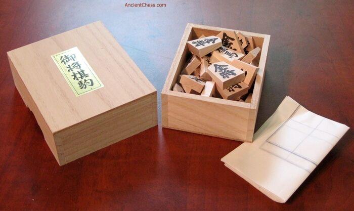 SHOGI (JAPANESE CHESS) PROFESSIONAL QUALITY PIECES IN TRADITIONAL scatola (690)   negozio di moda in vendita