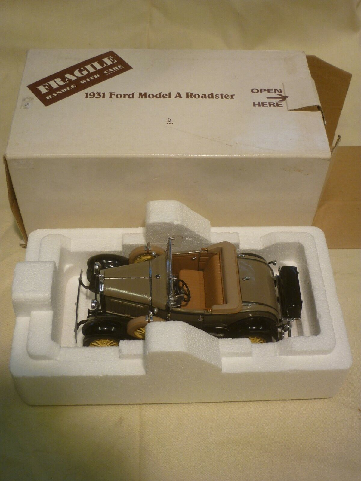 A Pre-owned Danbury mint  1931 Ford model A Roadster,  Boxed,