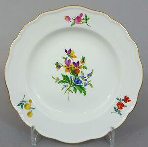 Meissen-Teller-mit-bunten-Blumen-bemalt-1