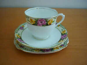 BEAUTIFUL-VINTAGE-ROYAL-ALBERT-CROWN-CHINA-TRIO-SET-CUP-SAUCER-amp-SIDE-PLATE