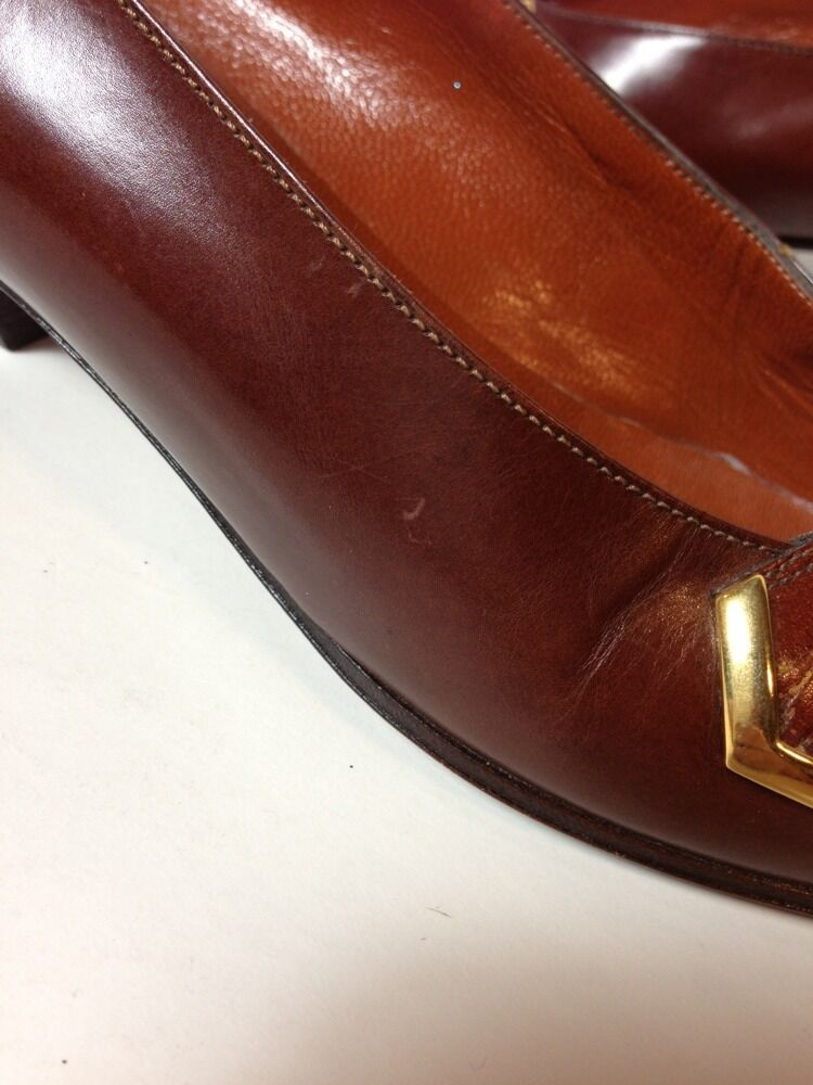 Bally 7 N Brown Pelle Flat Gold Croc Embossed Detail Gold Flat Tone Square Toe d802c7