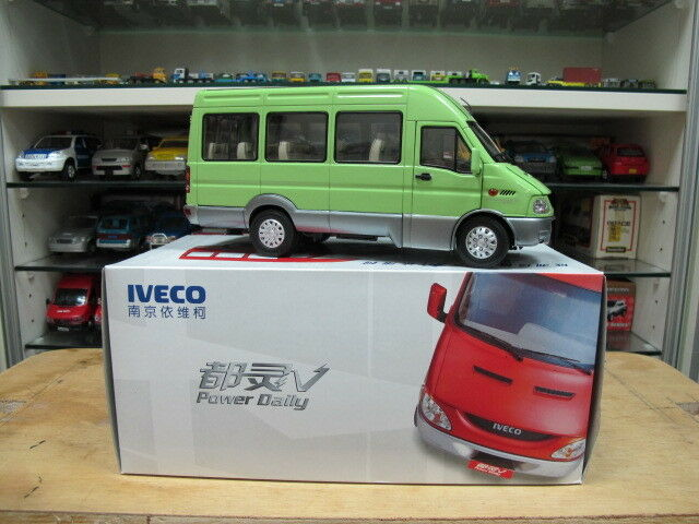 Iveco Nanjing turbo daily minibus model car green 1/24