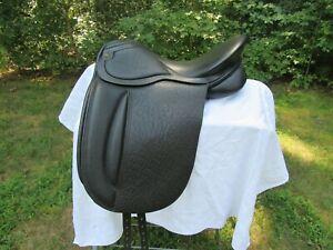 Gorgeous-NEW-17-034-Wide-W-Ashley-and-Clarke-England-Buffalo-Dressage-Saddle-Black