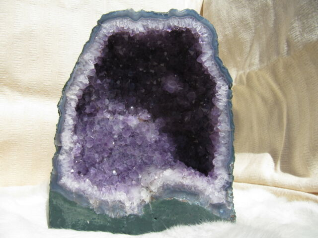 AMETHYST GEODE NATURAL PURPLE CRYSTALS DECORATIVE CHURCH BRAZIL 11.2lb