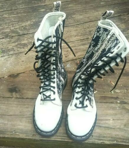 VINTAGE DOC MARTIN WHITE BLACK LACE AND LEATHER CO