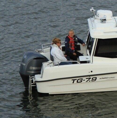 TG-7.9 Kingcruiser, Motorbåd, skrog: glasfiber