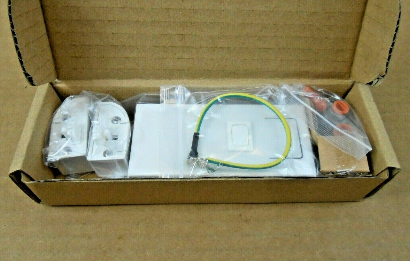Philips eW Profile Powercore Direct Wire Power Feed 120-000065-04 White