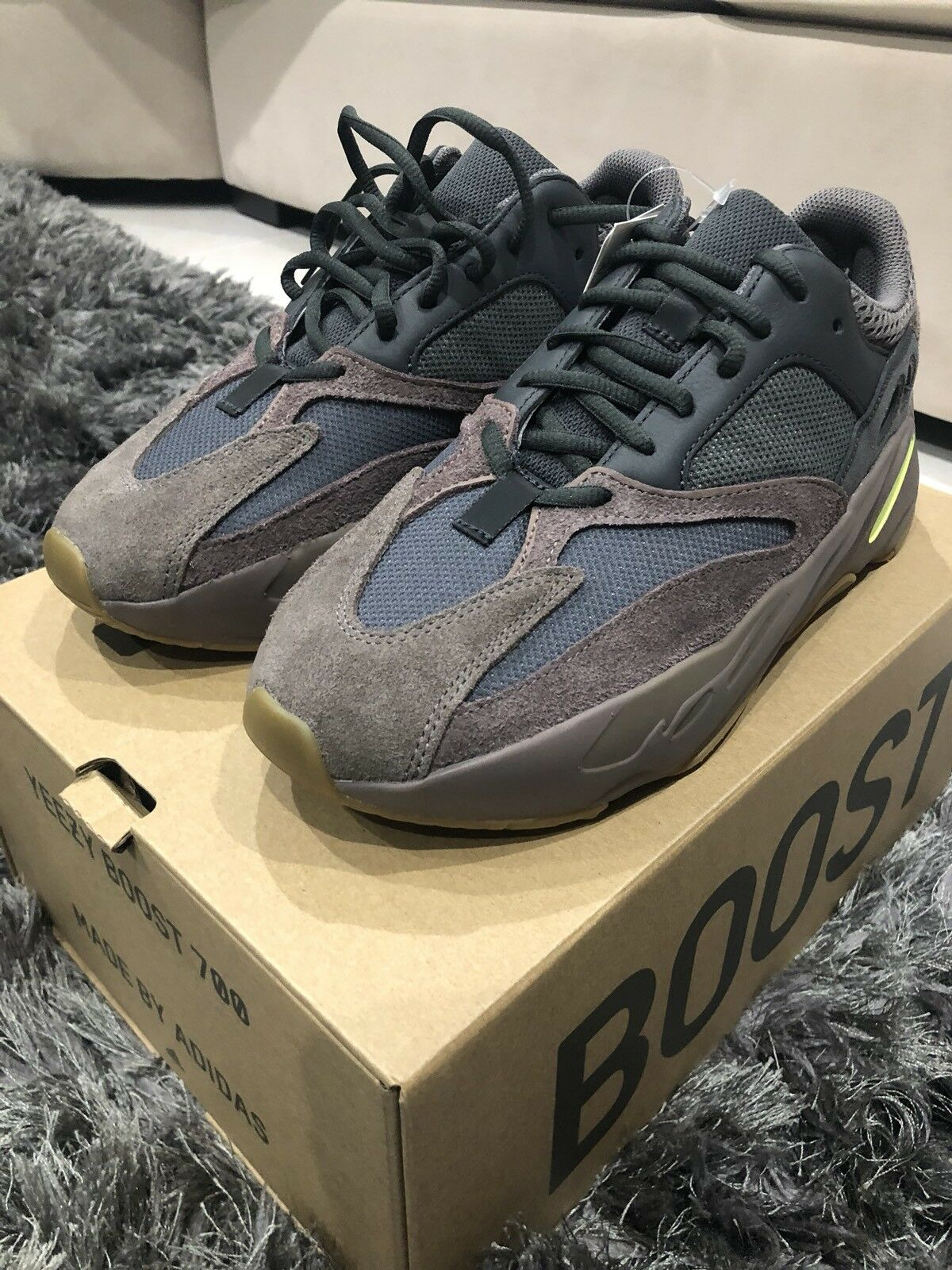 Yeezy Boost 700 Mauve Size 10 Wave Runner 100% Authentic Adidas Kanye West 2018