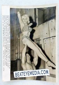 JAYNE-MANSFIELD-PHOTO-LOBBY-CARD-CULT-EXPLOITATION-SEX-PIN-UP-monroe-playboy-tv