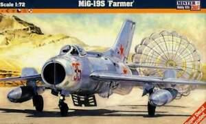 MiG-19-S-CZECHOSLOVAK-BULGARIAN-GERMAN-amp-SOVIET-AF-MKGS-1-72-MISTERCRAFT