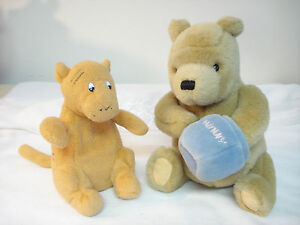Gund Disney 90 S Classic Pooh Stuffed Pooh Bear W Hunny Pot