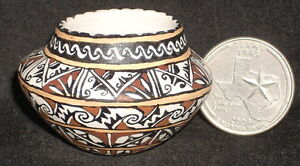 Miniature-Southwest-Native-American-Indian-Gloria-Bogulas-Bowl-1-12-0341