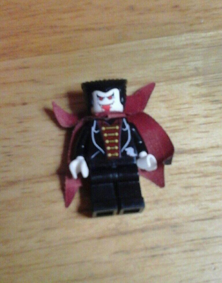 LEGO 1381 STUDIO - Vampire's Crypt - Vampire Mini Figure   Mini Fig - RARE