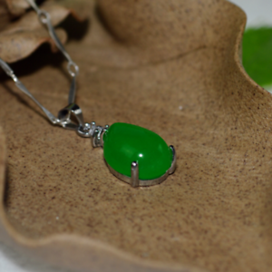 China-handcarved-green-jade-Water-drop-shape-Pendant-necklace