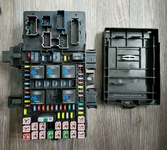 03 04 05 06 Lincoln Navigator Ford Expedition Fuse Box Fusebox 5l1t