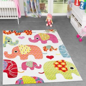Kinderteppich-Creme-Bunt-Multicolour-Grosse-Elefanten-Familie-mit-Konturenschnitt