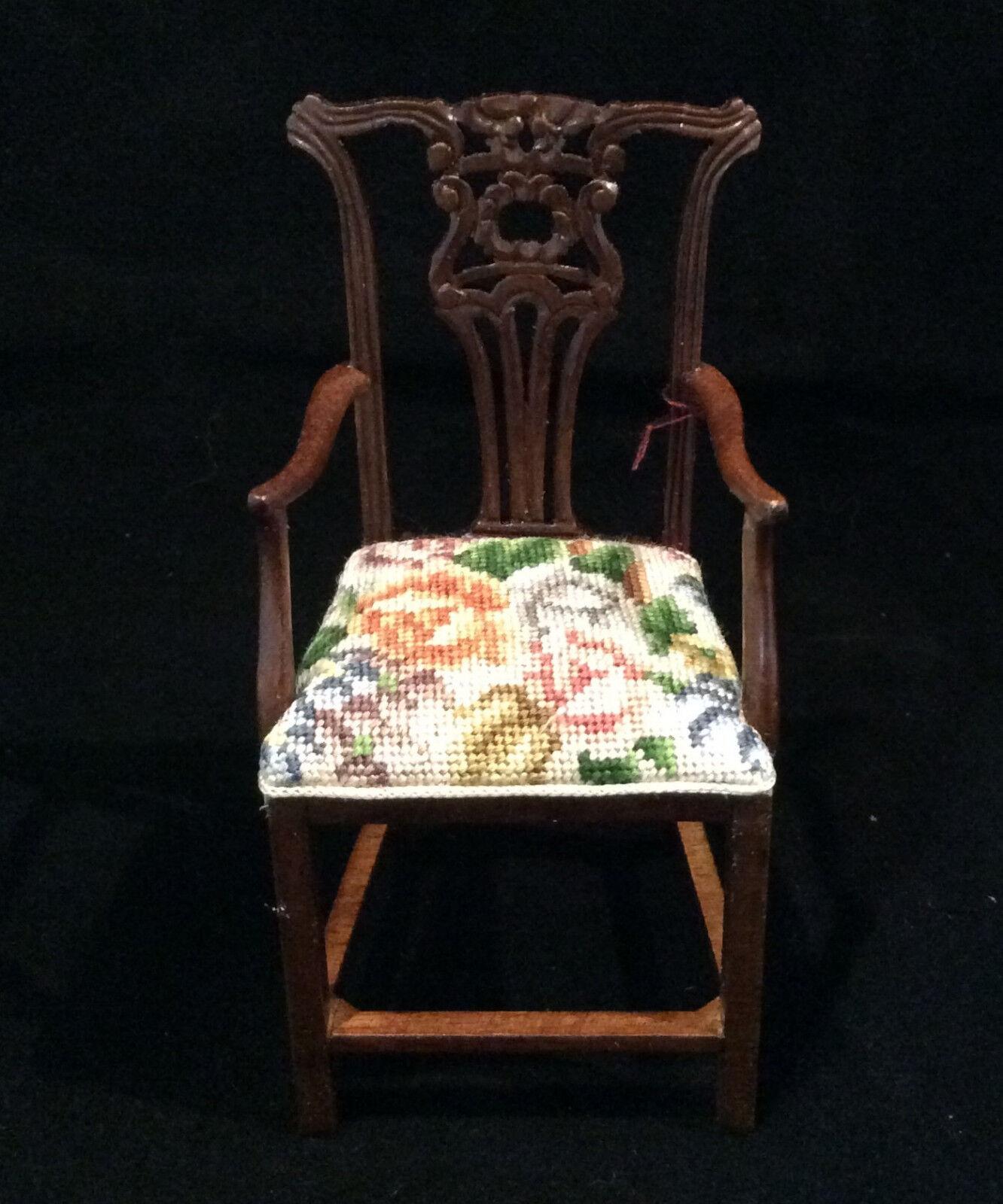 JBM Miniature Dollhouse Arm Chair with floral petit point  - needlepoint.  2018 dernier