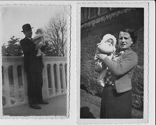 2 alte s/w Fotos MANN MELONE HUT FRAU BABY KLEINKIND KIND Vintage Mode