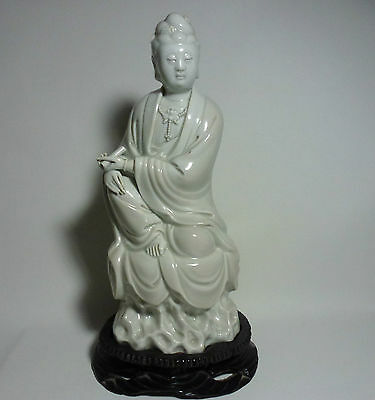 Chinese Antique Porcelain Dehua Blanc de Chine Seated Kwanyin on Rock