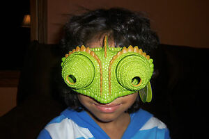 Uncle-Milton-National-Geographic-Chameleon-Vision-Goggles-See-Behind-You