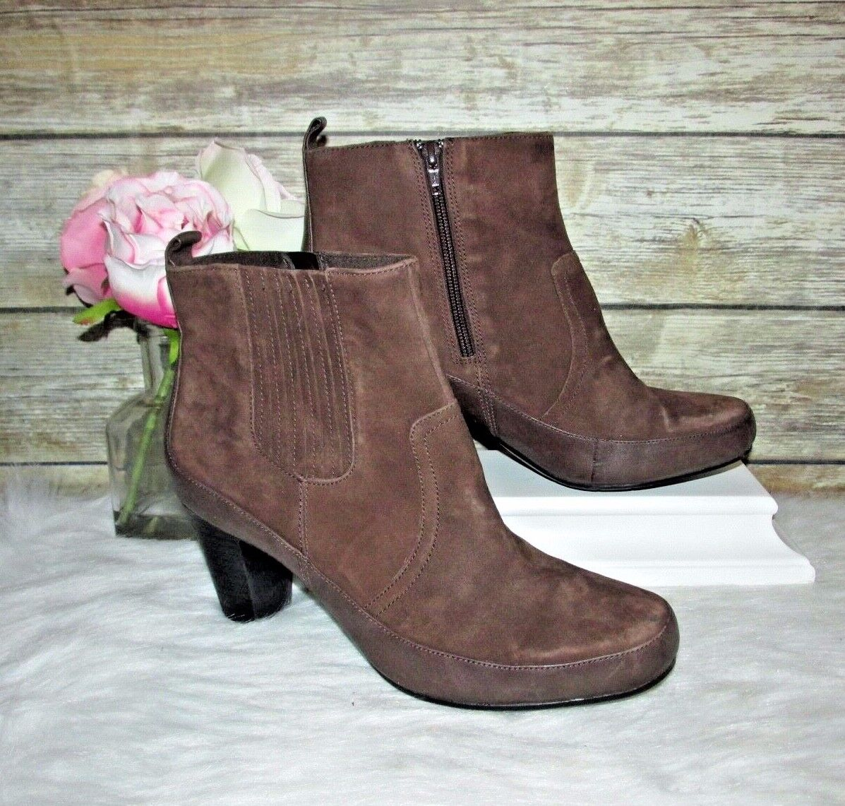 Clarks Bendables Brown Suede Genuine Leather Sz 10 M Zip Up Ankle Boots