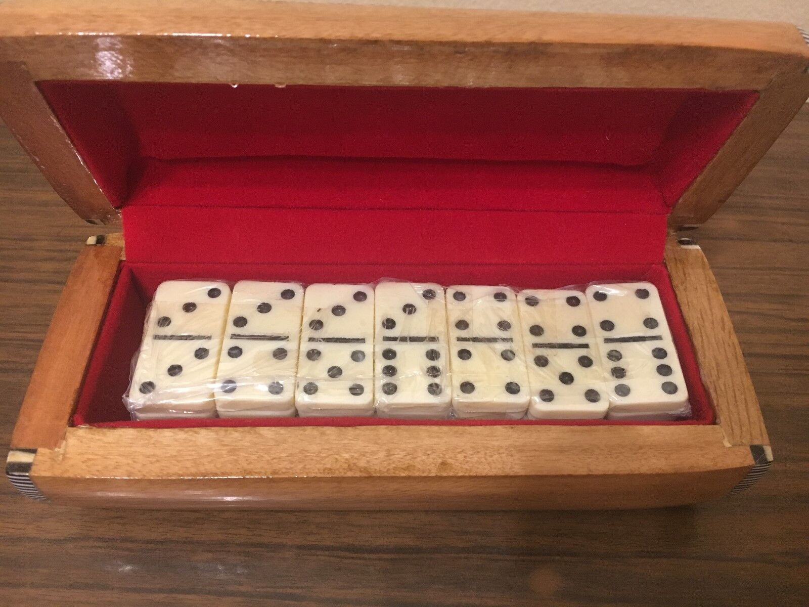 Dominos Set w  Storage Wooden Inlaid Mother of Pearl Box (7 )